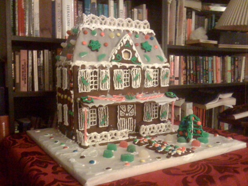 gingerbread%202009%20decorated.jpg